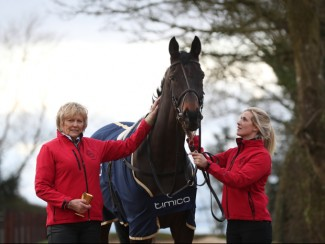 Sizing John with Jessica Harrington (left)
